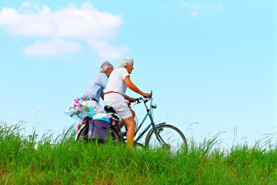 Anziani in bici